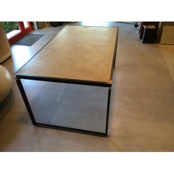 Table en acier et béton ciré